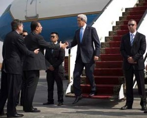 John Kerry arrives in Cairo on Nov 3, 2013, AP photo