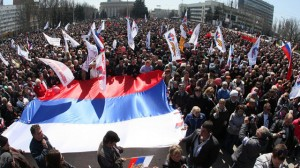 Demonstrators opposed to Ukraine government policies, in Donetsk, eastern Ukraine, April 6, 2014