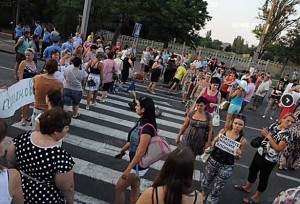 Antiwar protest in city of Mykolaiv, Ukraine, July 26, 2014, blocking traffic bridge over Bug River