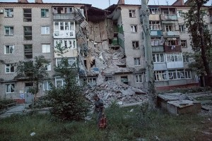 Apartment block in Slavyansk destroyed by Ukraine army shelling, photo RIA Novosti, Andrey Stenin