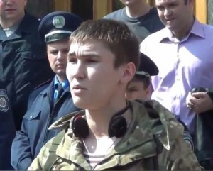Ukraine soldier in Kharkiv June 10, 2014 says he won't shoot fellow citizens and calls for antiwar movement, on You Tube