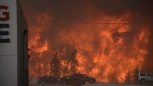 Residents fleeing Fort McMurray, Alberta on May 3, 2016 (Terry Reith, CBC)
