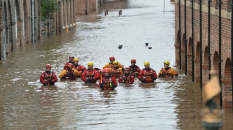Disastrous flooding in England and Scotland as December is warmest and wettest month on record