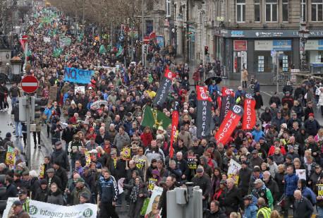 Ireland: Establishment parties hammered, anti-austerity vote rises